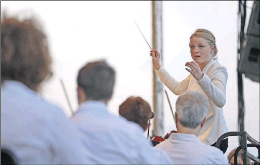 ?? File Photo/Staff ?? Dallas Symphony Orchestra assistant conductor Ruth Reinhardt conducted the ensemble during last year's Parks Concerts Series.