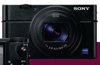 ??  ?? Klare Kante Schnörkellos und übersichtlich präsentiert sich die Sony RX100 VI. Auf Grund der kompakten Abmessungen liegen aber auch die kleinen Bedienelemente nahe beieinander. Ihr AF gehört zu den schnellsten.