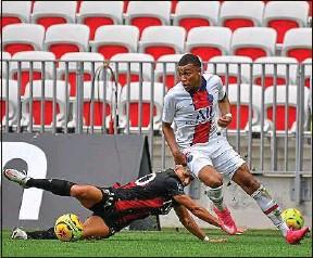 ??  ?? Kylian Mbappé a provoqué un penalty qu'il a lui-même transformé.