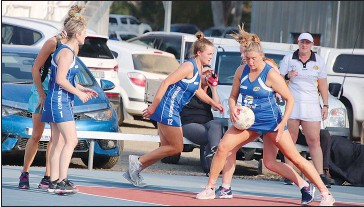??  ?? A Grade netballers Brooke Bice, Zali Spencer and Grace Senior showed what great teamwork is all about in their win over Lavington Panthers.