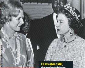 ??  ?? En los años 1980, dos mujeres rigieron los destinos del Reino Unido: Margaret Thatcher, como jefa del Gobierno, e Isabel II, como jefa del Estado.