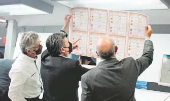 ?? OMAR FLORES ?? Se usó papel seguridad en las boletas electorales