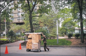 ?? THE NEW YORK TIMES FILE ?? An Amazon driver delivers parcels in New York. At this time of year, Amazon's delivery crush is left up to a small army of people.