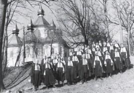 ??  ?? Під Берестечком співали «Вічная пам'ять», 30.03.1989 р. Фото Мирона КЕРТИЧАКА.