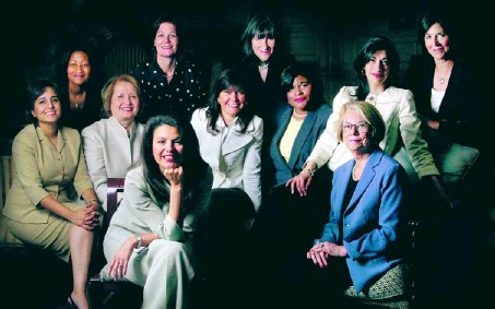 ?? BY MELINA MARA — THE WASHINGTON POST ?? The Clinton campaign's inner circle: Front, Patti Solis Doyle and Ann Lewis; second row, Neera Tanden, Melanne Verveer, Capricia Marshall, Minyon Moore and Huma Abedin; back row, Cheryl Mills, Tamera Luzzatto, Mandy Grunwald and Lissa Muscatine.