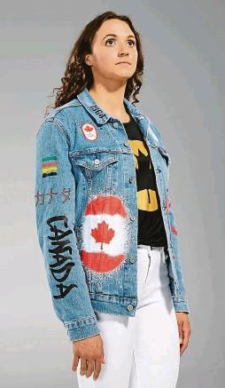 ?? FOTO ÉQUIPE CANADA ?? Puberťáci na školním výletě. Znechucení ze své nástupní kolekce nejsou jen Češi, ale i Kanaďané. Posprejované džísky pro jejich olympijské sportovce navrhl obchodní dům Hudson's Bay.
