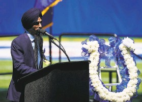 ?? Grace Hollars / Indianapolis Star ?? Gurvinder Singh speaks during a gathering at Lucas Oil Stadium to honor the eight people killed last month in the FedEx facility shootings in Indianapolis.