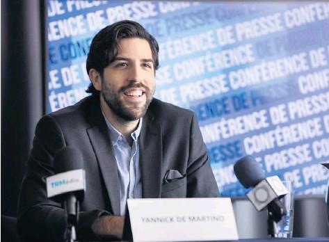 ?? – PHOTO COURTOISIE ?? La série web Conférence de presse, mettant en vedette l'humoriste Yannick De Martino, est disponible sur tv5unis.ca depuis le 24 novembre.