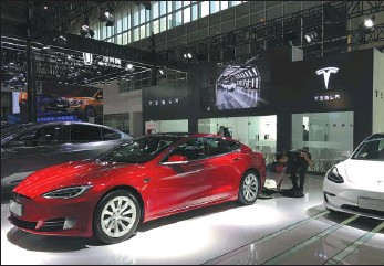 ?? LI FUSHENG / CHINA DAILY ?? Tesla starts to offer vehicles in China featuring LFP batteries in the second half of 2020.