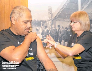 ?? Photo / Mark Mitchell ?? Associate Health Minister Peeni Henare receives his Covid-19 vaccinatio­n from nurse Alison Mitchell.