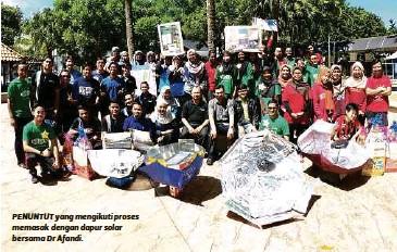 Penuntut Yang Mengikuti Proses Memasak Dengan Dapur Solar Bersama Dr Afandi
