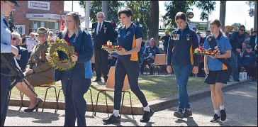 ??  ?? Corowa Girl Guides were well represented on Sunday laying floral tributes to the fallen.