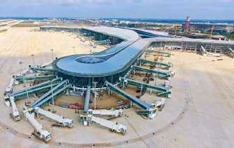 ??  ?? An aerial view of the phase II expansion project of Haikou Meilan International Airport taken on April 15, 2020.