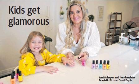 ?? Picture: David Baylis ?? Jani Schaper and her daughter Scarlett.