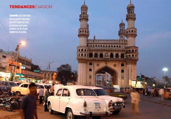 ??  ?? Symbole. Le Charminar et ses quatre minarets ont été érigés en 1591, probablement pour célébrer la fin d'une épidémie de peste.