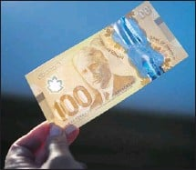 ?? Dario Ayala, Postmedia News ?? The new polymer $100 notes, which have twice the manufacturing cost as the cotton notes, will be much more durable than those currently in circulation and will last at least 2 ½ times longer.