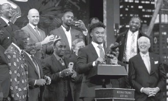 ?? TODD J. VAN EMST/HEISMAN TRUST ?? Junior Kyler Murray won the award in his first — and apparently last — year as a starting quarterback.