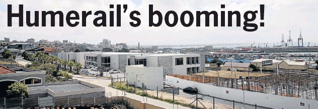 ?? PHOTOGRAPH: BRIAN WITBOOI ?? BUSINESS WITH A VIEW: Building is in progress at the Humerail Business Park, which will accommodate the offices of a number of major companies