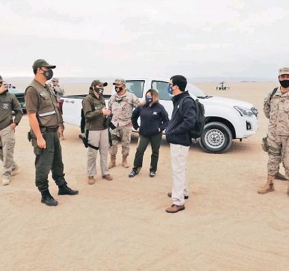 ??  ?? Carabineros y la Fiscalía de Arica han realizado recorridos en zonas de pasos no habilitados en el norte.