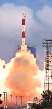 ?? PHOTO: PTI ?? PSLV-C40 carrying Cartosat series, along with 30 other satellites, lifts off from the Sriharikota launch pad, on Friday. The lift-off marks ISRO's 100th launch
