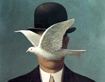 ??  ?? Arte Le poesie di Zammataro nell'arte sono bene rappresentate da quest'opera di Magritte «L'uomo, il cappello, la colomba»