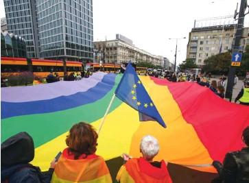 ??  ?? V Varšavi so se konec avgusta zbrali protestniki proti sovraštvu do ljudi, ki niso heteroseksualno usmerjeni.