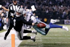 ?? (Reuters) ?? OAKLAND RAIDERS quarterback Derek Carr (left) fumbles the ball out of the end zone for a crucial turnover late in the fourth quarter of the Raiders' 20-17 home defeat to the Dallas Cowboys on Sunday night.