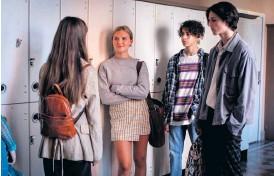 """?? Bild: Johan Paulin ?? Elsa Öhrn och Mustapha Aarab (mitten) spelar Elisabeth och John-john i nyversionen av """"Vinterviken""""."""