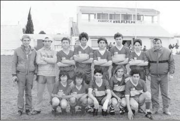 ??  ?? Un equipo que integró Roberto Reino en las divisiones inferiores. El director técnico era Alberto Cardano