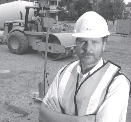 ?? PATRICK DOYLE, THE OTTAWA CITIZEN ?? Deputy city manager Richard Hewitt, shown in a 2004 photo, has confirmed that he and other city employees accepted Senators tickets from Waste Management of Canada. 'I feel I am in line with the city policy,' he said.