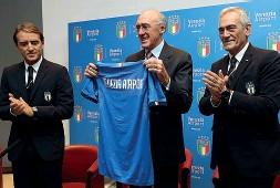 ??  ?? Con il ct Roberto Mancini, Enrico Marchi e Gabriele Gravina