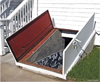 ?? © GETTY IMAGES ?? Access to your basement from the outside enables you to flush stagnant moist air out on warm, dry days.