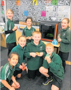 ?? PHOTOS: SUPPLIED ?? Children at the Waipawa Library in front of one of the new 3D printers, and a 3D creation.
