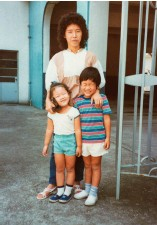 ??  ?? The author and her brother with their mother in Hong Kong in the early 1980s.