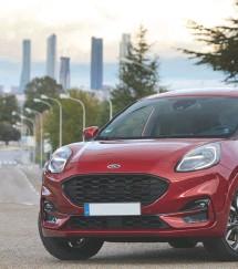 ??  ?? A partir de enero Ford Puma estará disponible en España en dos versiones: Puma Titanium, el modelo de lujo con materiales de gama alta (a partir de 21.925 €), y Puma ST-Line X (desde