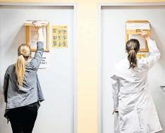 ?? FOTO: R/UMG ?? Klinische Prüfung unter Hygienebedingungen in der UMG.