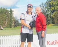 ??  ?? Neil Wagner presents Clive Kenyon life membership to Katikati Cricket Club.