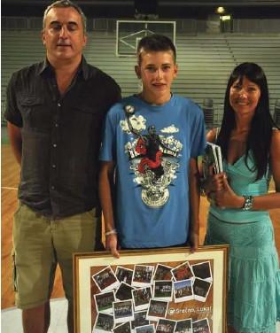 ?? Foto osebni arhiv ?? Trinajstletni obetavni fant s starši tik pred odhodom v Madrid, kjer mu sprva ni bilo niti najmanj lahko.