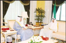 ?? KUNA photos ?? HH the Crown Prince with Anas Al-Saleh