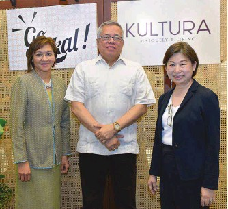 ??  ?? DTI Sec. Ramon Lopez graced the recent Go Lokal! launch at Kultura in SM Makati. He is shown with SM Investments Corporation Vice-Chairperson Tessie Sy-Coson and DTI Usec. Nora Terrado
