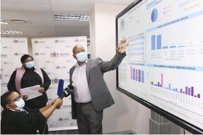 ?? Picture: Nigel Sibanda ?? VACCINE ROLL-OUT. Gauteng Health MEC Nomathemba Mokgethi, left, watches as Office of the Premier's acting chief director: service delivery Philemon Buthelezi talks to the media.