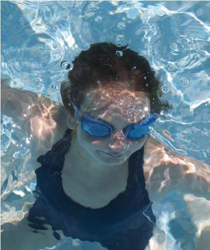 ?? Bryn Colton/getty ?? De toegang tot openbare plaatsen in Frankrijk, zoals een zwembad, wordt onmogelijk zonder een volledige vaccinatie of een negatieve PCR- of antigeentest.