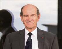 ??  ?? Le Pr Benabid, père de la stimulation cérébrale profonde, vient à la rencontre du public à Monaco. (Photo DR/Bruno Ramain)