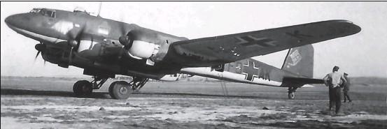 ?? DR/COLL. CHRIS GOSS ?? Le Fw 200 C-3 à Mérignac début 1941. Il s'écrasa à Plogoff en Bretagne le 17 mars 1941 après une mission sur l'Atlantique.