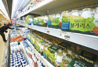 ?? Yonhap ?? Namyang Dairy Products' Bulgaris yogurt is on display at a supermarke­t in Seoul, Wednesday.