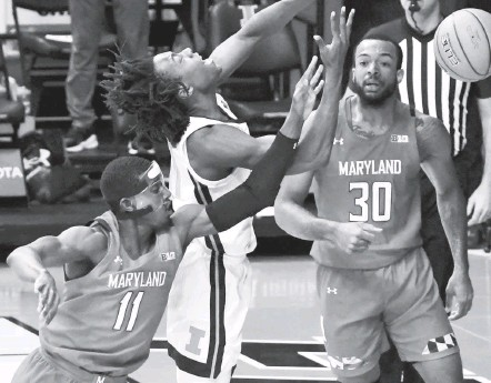 ?? HOLLY HART/ASSOCIATED PRESS ?? Darryl Morsell, here fouling Illinois' Ayo Dosunmu in the first half in Champaign, Ill., scored a career-high 19 points to lead Maryland.