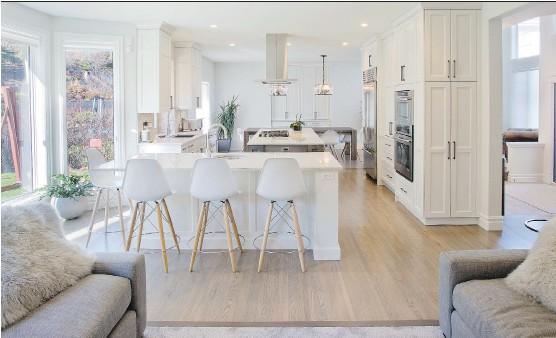??  ?? Renova Luxury Renovations' Patterson Interior Improvement won in the Best Kitchen Renovation $90,000 and Over category at CHBA- UDI Calgary Region Association 2015 SAM Awards.