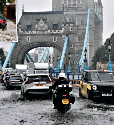 ??  ?? Pool of London: Traffic grinds to a halt in the flood water at Tower Bridge yesterday