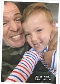 ??  ?? Avec son fils, Léon, trois ans.