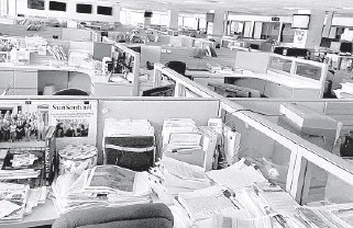 ?? ROSEMARYO'HARA/SOUTHFLORIDASUNSENTINELPHOTOS ?? Becauseof the pandemic, Sun Sentinel journalistshave largely beenworking remotely. Foran organization so full of life, it's eerie to see thenewsroomsoempty.